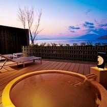 富士山と駿河湾を眺める露天風呂