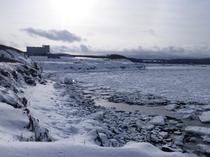 流氷に浮かぶホテル日の出岬