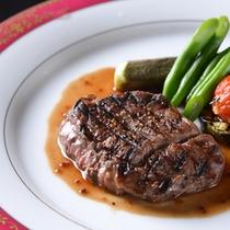 ◆牛ロースのグリル/繊細な味わいと豊かな風味が広がる広島和牛をグリルに。温野菜を添えて。