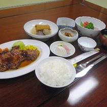 *【夕食例】手作りの味に舌鼓♪美味しくいただきます!