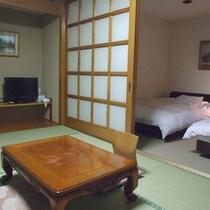 *【客室例(和洋室)】広々スペースでのんびりお寛ぎ頂けますよ。