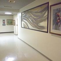 *【展示】館内にはいくつか絵画も飾られております。