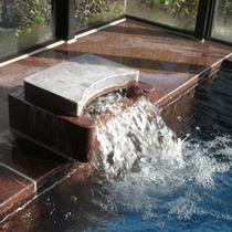 *【湯口】広々大浴場で疲れを癒す…♪