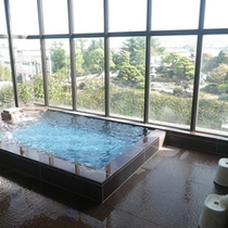 *【大浴場(男湯)】温泉ではございませんが、眺めの良い大浴場です。