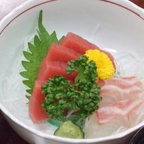 *【夕食例】海の幸もお楽しみ頂けますよ。
