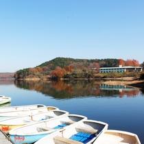 入鹿池湖畔とボート乗り場。入鹿池で「わかさぎ釣り」!