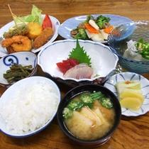 *【夕食一例】和食中心!ほっと優しい味わいの日替わり家庭料理を召し上がれ♪