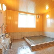 *【大浴場】六日町温泉の源泉かけ流し!待つことなく入れるよう、シャワーは8台を設置しております。