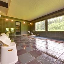*【本館:いろりあん/大浴場】本館の温泉も無料で利用可能!お肌に効果がある「薬草風呂」が人気です♪