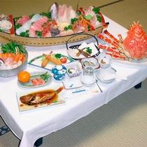 *料理一例/戸田名物の高足ガニと、駿河湾の鮮魚が載った舟盛り付きの豪華プラン!
