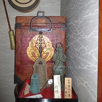 *鎧櫃/吉川家に伝わる毛利の家紋入り鎧櫃