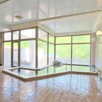 ★【大浴場】窓が大きく取られ開放的な雰囲気でご入浴いただけます!