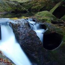 *【周辺観光】小又峡では、三階滝の次に人気と言われている「穴滝」