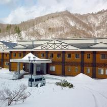 *【外観】周囲もすっかり雪景色になっております。