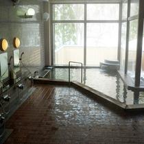 ★【大浴場】広々湯船につかって、のんびり癒しのひと時をお過ごし下さい─