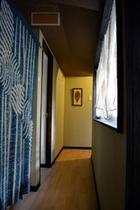 ドミトリー部屋へ続く廊下です