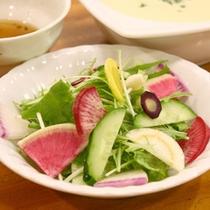 ある日のディナー(蔵王サラダ)