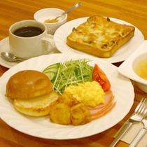 ある日の朝食(バンズ&スクランブルエッグ)