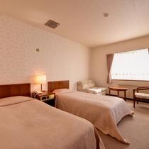 *ツイン(客室一例)/ゆったり広々としたベッドで快適な休日をお過ごし下さい。
