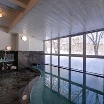 *大浴場/惜しみなく溢れ出る源泉は、単純硫黄泉。かすかな硫黄の香りに癒されます。