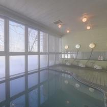 *中浴場/惜しみなく溢れ出る源泉は、単純硫黄泉。かすかな硫黄の香りに癒されます。
