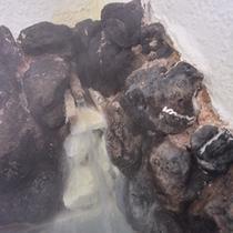 *貸切風呂(大)/惜しみなく溢れる草津温泉。ほんのり薫る硫黄の香りも天然温泉だからこそ。