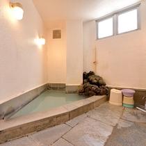 *貸切風呂(小)/古くから人々に愛され、人々を癒してきた草津温泉を貸切で。ごゆっくりご堪能下さい。