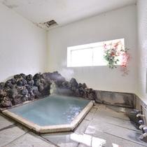 *貸切風呂(大)/湯量豊富な草津温泉。かすかな硫黄の香りに癒されて。
