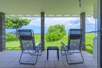 プレミアデラックス海側テラスから望む海の景色