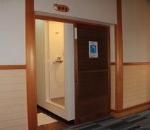 シャワー室-1
