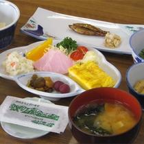 *【ご朝食一例】美味しいお米「河原田米」と山菜など地元の食材を使用した和定食。