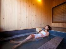 内風呂の寝湯