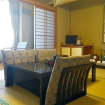 *【和室一例】自然を眺めるお部屋でのんびりと。床の間、広縁を備えた心和む和室です。