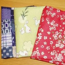 *女性限定特典の和柄巾着は便利なA4サイズ(一例)