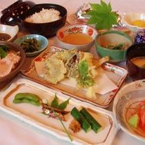 *【ご夕食一例】自然に則した身体に優しいメニューです。