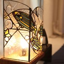 *館内にある間接照明が、夜を柔らかく包み込みます。