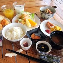 *【食】大きな窓から見える開放的な景色を見ながら、朝のお食事をお楽しみください。卵料理は選択できます