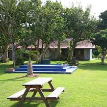 *【中庭】中庭にはジャグジープールとウッドベンチが備えてあります。