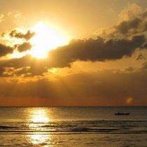 *ロマンチックビーチの夕焼け