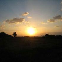 *当館から徒歩3分の「ぜんべえビーチ」は、夕陽が美しい絶景ポイント!