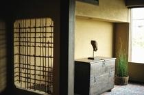 鴨川邸・2階リバーサイドライブラリー