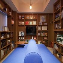 ライブラリー多くの本に囲まれたデザイナーズルーム