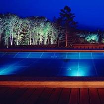 夜景も美しい露天風呂
