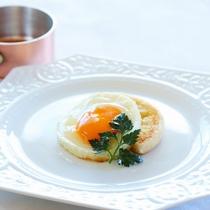 【朝食】厳選卵の目玉焼き