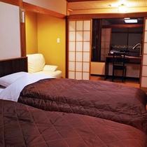≪ハリウッドツイン≫畳敷きにベッドの和モダンタイプのお部屋です。