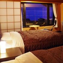 ≪デラックスツイン≫畳敷きにツインベッドの和モダンタイプのお部屋です。