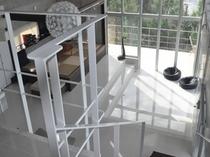 ベッドルームは階段を昇ったさきにあります。