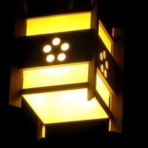 *館内/灯る明かりも情緒が増す