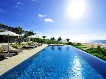 館内施設:ビーチハウスプール 圧倒的な開放感を誇る海に面したプール