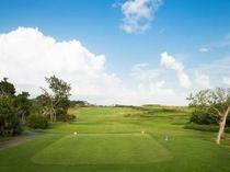 ゴルフ:遮るもののない圧倒的な開放感。
